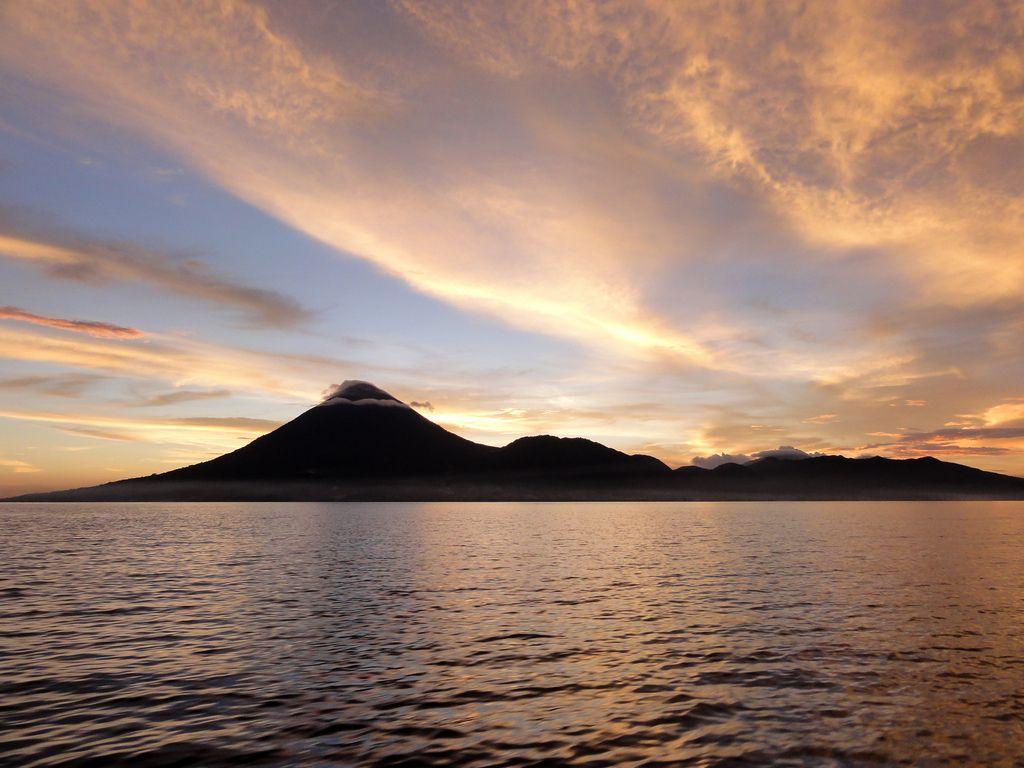 View Pulau Tidore di sore hari begitu indah.